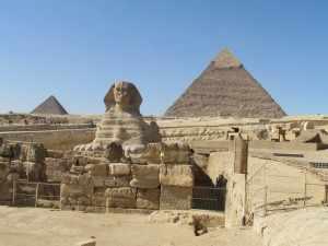 De Arabische naam van het leeuwen lichaam met het mensenhoofd is 'Abu El-Hol' dat betekent Vader de Verschrikkelijke.