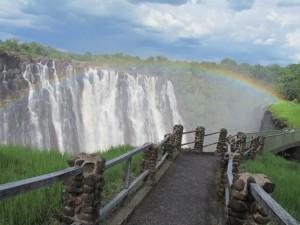 Een bezoek aan de watervallen in Zimbabwe is het meest spectaculair tijdens regentijd en dat is van april tot en met juni. IMG_4144