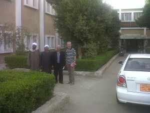 De ontmoetingen met de mensen, die 23 jaar geleden ook al werkten in het El-Hakim revalidatiecentrum, is emotioneel.