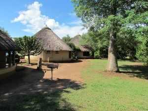 Afrikaanse stijl huisjes in kamp Satara